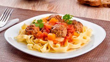 Фрикадельки с тыквой под томатным соусом