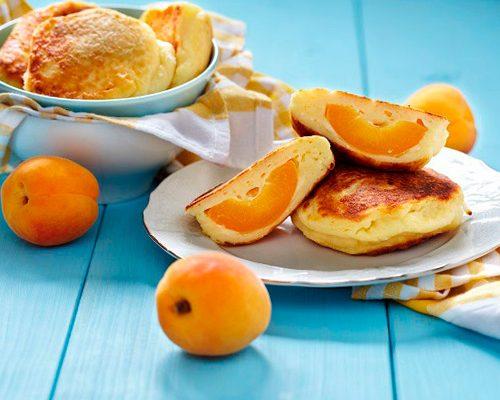 Нежные сырники с абрикосами